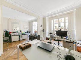4 pièces 2e étage avec balcon  PASSY Rue des Eaux